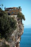 Edificio en la roca Fotografía de archivo libre de regalías