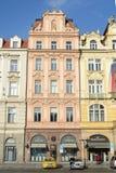 Edificio en la vieja plaza en la república del control, Praga Imagenes de archivo