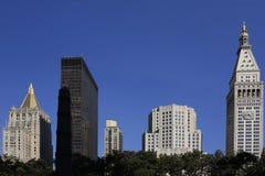 Edificio en Manhattan Imagen de archivo libre de regalías