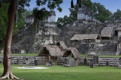 Edificio en Tikal, Guatemala del maya Imagen de archivo libre de regalías