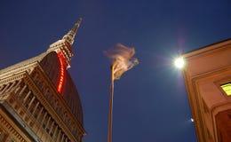 Edificio en Turín en la noche Fotos de archivo