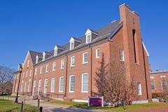Edificio en un campus universitario Foto de archivo