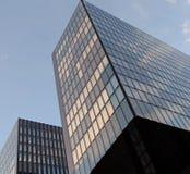 Edificio enmarcado del cuadrado futurista moderno Imagenes de archivo