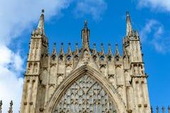 Edificio exterior de la iglesia de monasterio de York, la catedral histórica construida en el estilo gótico inglés situado en la  fotografía de archivo