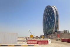 Edificio formado platillo, Abu Dhabi, UAE Imagenes de archivo