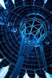 Edificio futurista inusual en azul Imágenes de archivo libres de regalías