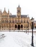Edificio gótico neo del consistorio de Northampton en el día nublado Nevado del invierno imagen de archivo