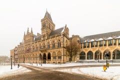 Edificio gótico neo del consistorio de Northampton en el día nublado Nevado del invierno imagen de archivo libre de regalías