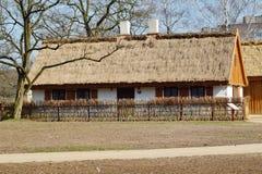 Edificio, granero, museo al aire libre en el pueblo Fotos de archivo