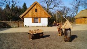 Edificio, granero, museo al aire libre en el pueblo - reconstrucción IXX del siglo Fotos de archivo libres de regalías