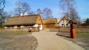 Edificio, granero, museo al aire libre en el pueblo - reconstrucción IXX del siglo Fotos de archivo