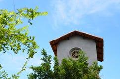 Edificio gris de la fachada del vintage - arquitectura exterior Imagen de archivo libre de regalías