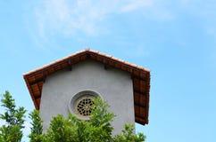 Edificio gris de la fachada del vintage - arquitectura exterior Imagenes de archivo