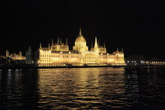 Edificio húngaro del parlamento, Budapest, noche Foto de archivo libre de regalías