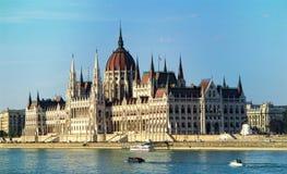 Edificio húngaro del parlamento en Budapest en Danubio hungría imagen de archivo