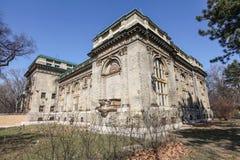 Edificio hermoso viejo en el parque de la ciudad de Budapest Foto de archivo