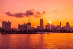Edificio hermoso y arquitectura en horizonte de la ciudad de Yokohama imagen de archivo libre de regalías