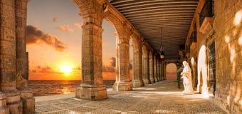 Edificio histórico con los arcos Fotografía de archivo