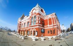 Edificio histórico de la opinión de Fisheye del teatro del drama en invierno soleado Imágenes de archivo libres de regalías