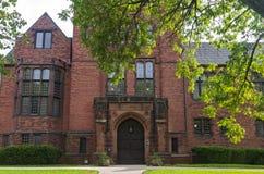 Edificio histórico de la universidad en Milwaukee imagen de archivo libre de regalías
