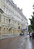 Edificio histórico de Vilna, Lituania 24 de agosto - en Vilna lluvioso Fotos de archivo