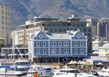 Edificio histórico del Holandés-estilo en el área de la costa de Cape Town Foto de archivo