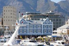 Edificio histórico del Holandés-estilo en el área de la costa de Cape Town Imagen de archivo libre de regalías