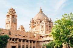 Edificio histórico del palacio de Umaid Bhawan en Jodhpur, la India imagenes de archivo