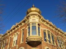 Edificio histórico en ciudad rápida céntrica Imagen de archivo libre de regalías