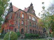 Edificio histórico viejo del ladrillo rojo Foto de archivo libre de regalías