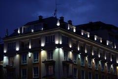 Edificio iluminado antiguo Imagenes de archivo