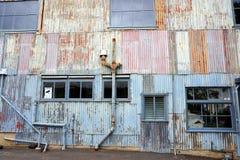 Edificio industrial de acero acanalado viejo Fotos de archivo