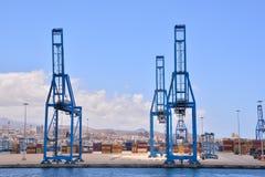 Edificio industrial editorial en el puerto Fotos de archivo libres de regalías