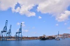 Edificio industrial editorial en el puerto Imagen de archivo