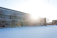 Edificio industrial grande abandonado de fábrica Fotografía de archivo libre de regalías