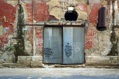 Edificio industrial viejo espeluznante imágenes de archivo libres de regalías