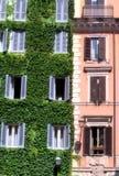Edificio italiano en Roma Imagen de archivo libre de regalías