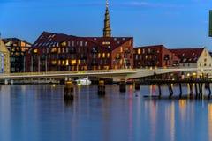 Edificio largo de la ópera de Copenhague Dinamarca de la exposición en la oscuridad Fotos de archivo libres de regalías