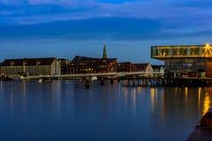 Edificio largo de la ópera de Copenhague Dinamarca de la exposición en la oscuridad Fotografía de archivo