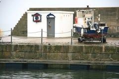 Edificio marítimo del estilo en el muelle imagen de archivo libre de regalías