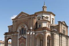 Edificio masivo de la iglesia de monasterio, Voghera, Italia Imagenes de archivo