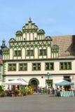 Edificio medieval colorido en el centro de ciudad de Weimar Fotografía de archivo