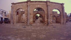 Edificio medieval hecho de materiales de la antigüedad en el centro de Famagusta metrajes