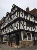 Edificio medieval viejo en las calles de Lincoln imágenes de archivo libres de regalías