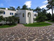 Edificio mediterráneo del estilo Imagen de archivo libre de regalías