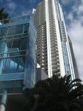Edificio moderno adentro hacia el centro de la ciudad Imagen de archivo