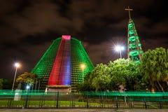 Edificio moderno de la adoración en la noche Fotografía de archivo libre de regalías