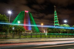 Edificio moderno de la adoración en la noche Imagen de archivo