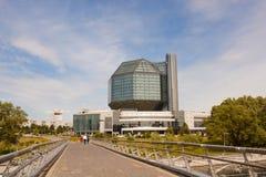 Edificio moderno de la biblioteca nacional de Bielorrusia Imagen de archivo