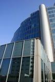 Edificio moderno de la configuración 8 en cuarto de las oficinas. Milano Foto de archivo libre de regalías